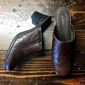 Clarks   Brown Leather Mules